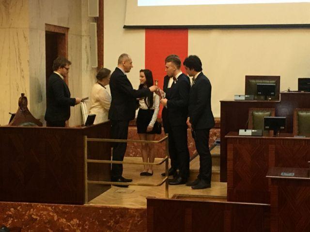6280f60be9 28 kwietnia w sali Sejmu Śląskiego w Katowicach odbył się uroczysty finał  VI Śląskiego Turnieju Debat Oksfordzkich organizowanego przez Związek  Górnośląski ...